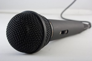microphone-1068289_640_small